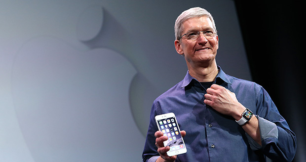 Tim Cook, PDG d'Apple, présente un nouvel iPhone