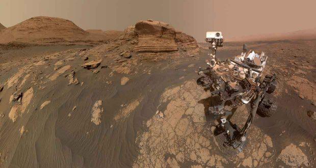 Selfie du robot Curiosity sur Mars prés du Mont Mercou une formation rocheuse de 6 mètres de haut - Credit : NASA/JPL-Caltech/MSSS