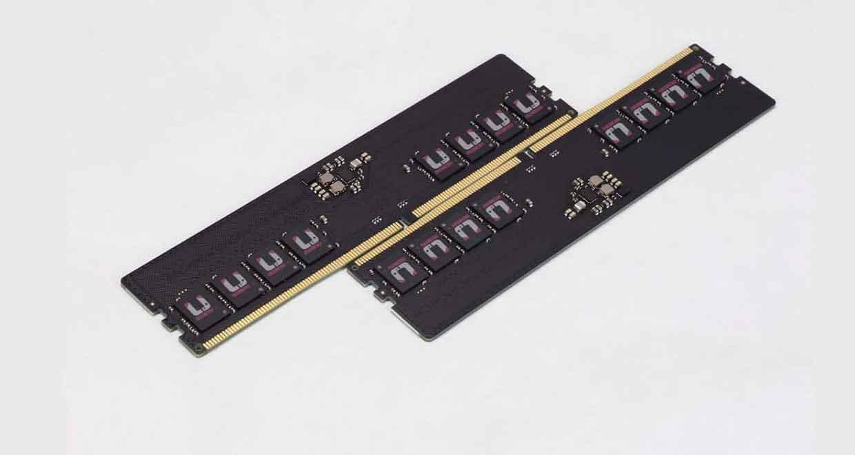 Barrette mémoire DDR5 avec un PCB noir