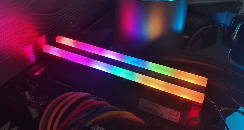 AORUS RGB 2 x 8 Go de DDR4