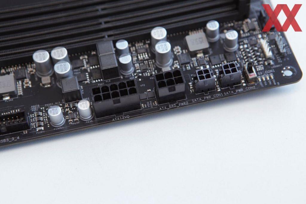 Carte mère équipée d'un connecteur ATX12VO 10 broches
